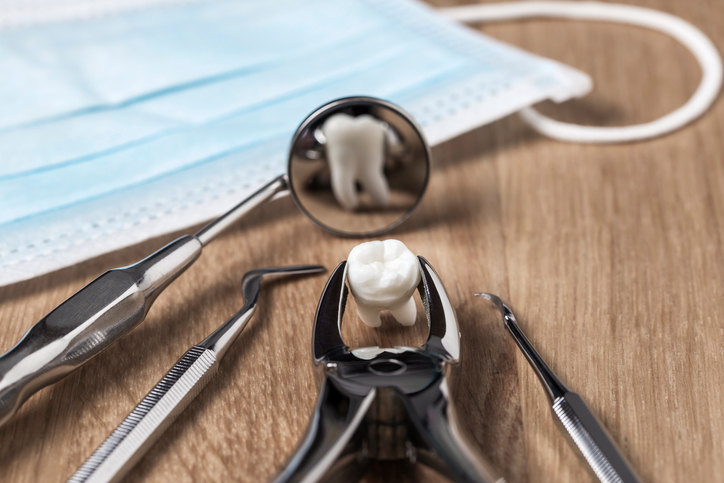 Tools used for Multiple Tooth Extraction in Chicago